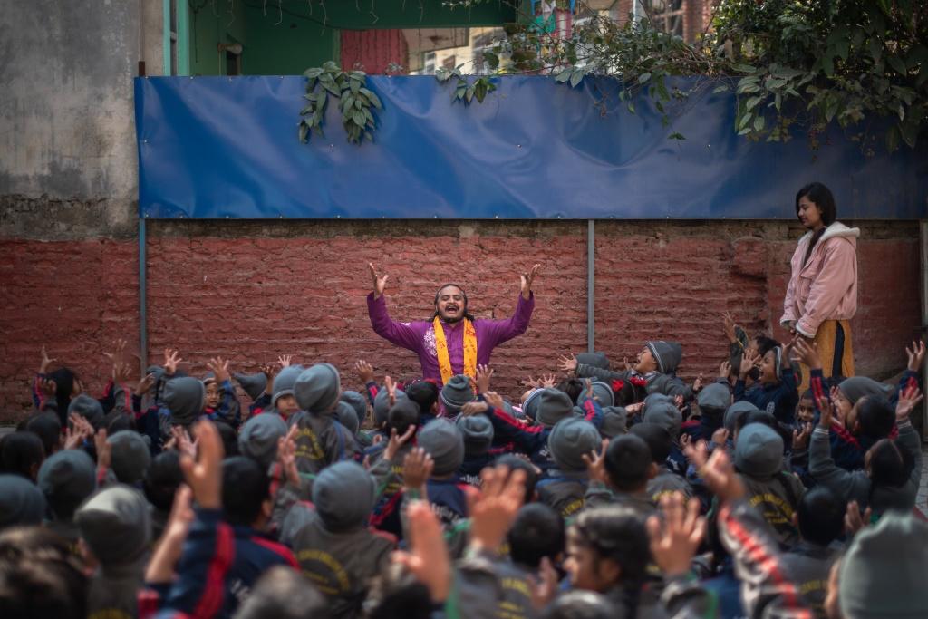 Nepal dua yoga vao chuong trinh giang day bat buoc o truong hinh anh 1 merlin_168263433_5ead520b_d55d_442a_9704_77745a96cea2_superJumbo.jpg
