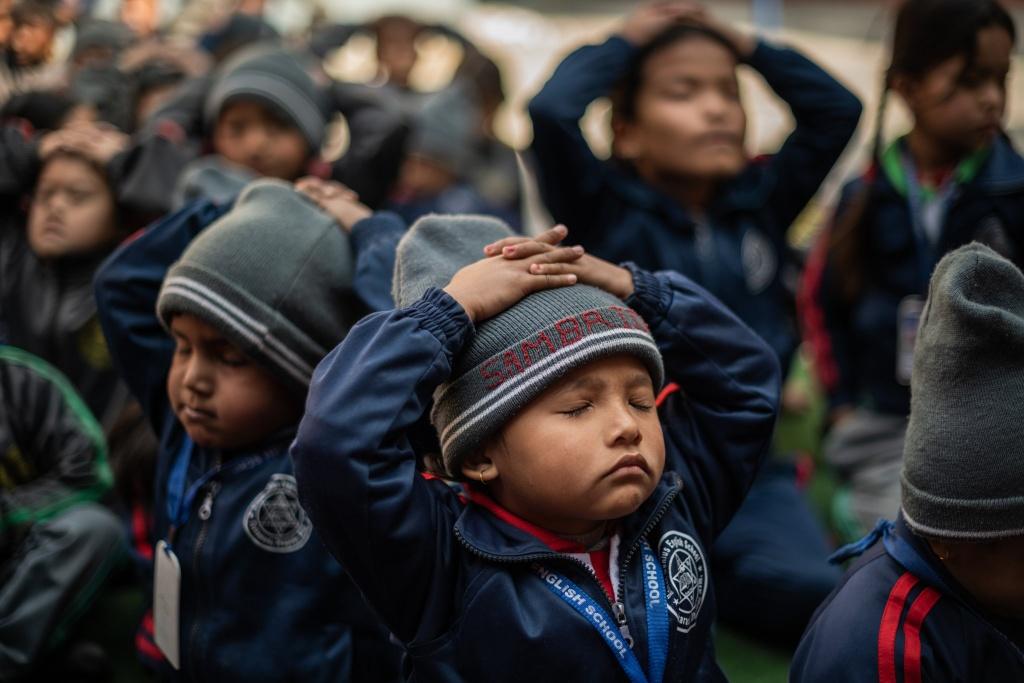 Nepal dua yoga vao chuong trinh giang day bat buoc o truong hinh anh 6 merlin_168263505_c8a8bd17_14bb_4f01_9397_79e210f44d87_superJumbo.jpg