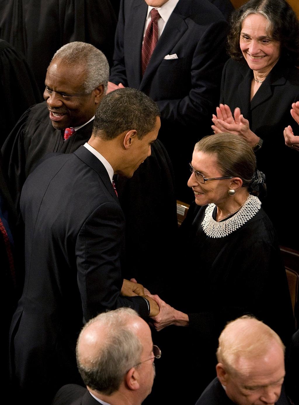 ong Obama thuyet phuc ba Ginsburg nghi huu anh 2
