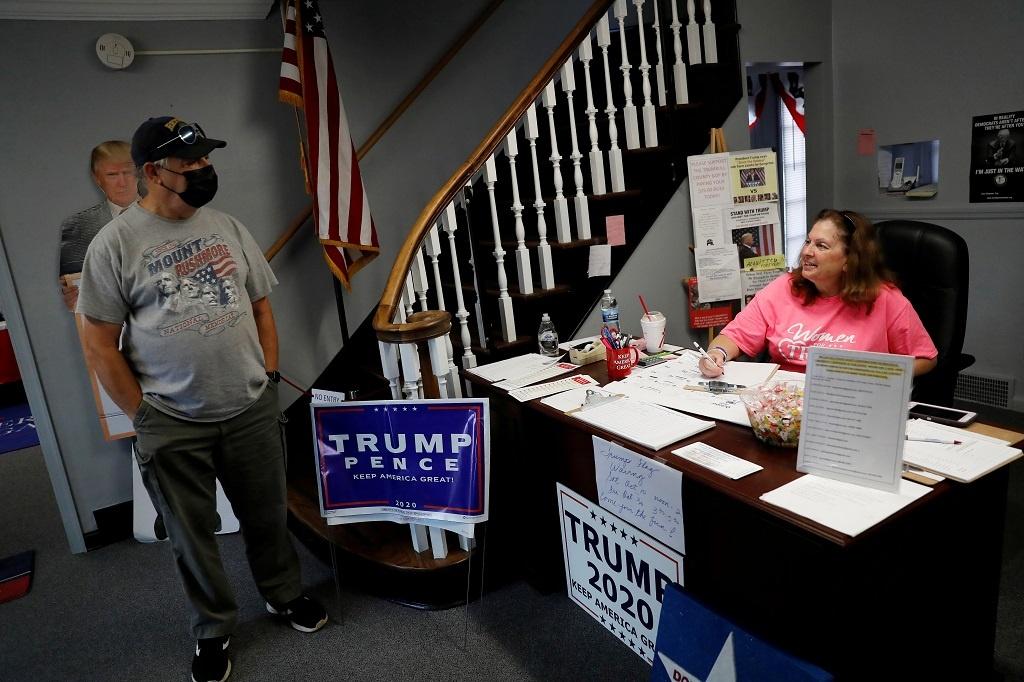 Trump duong tinh Covid-19 anh 4
