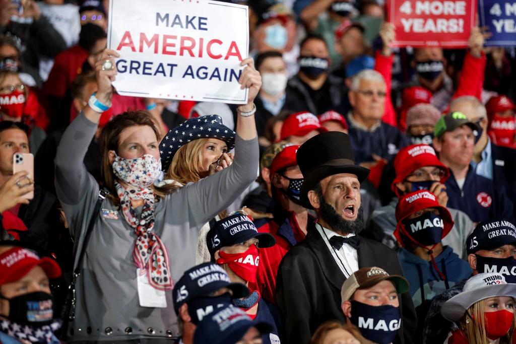 ong Trump dan truoc o Iowa anh 3