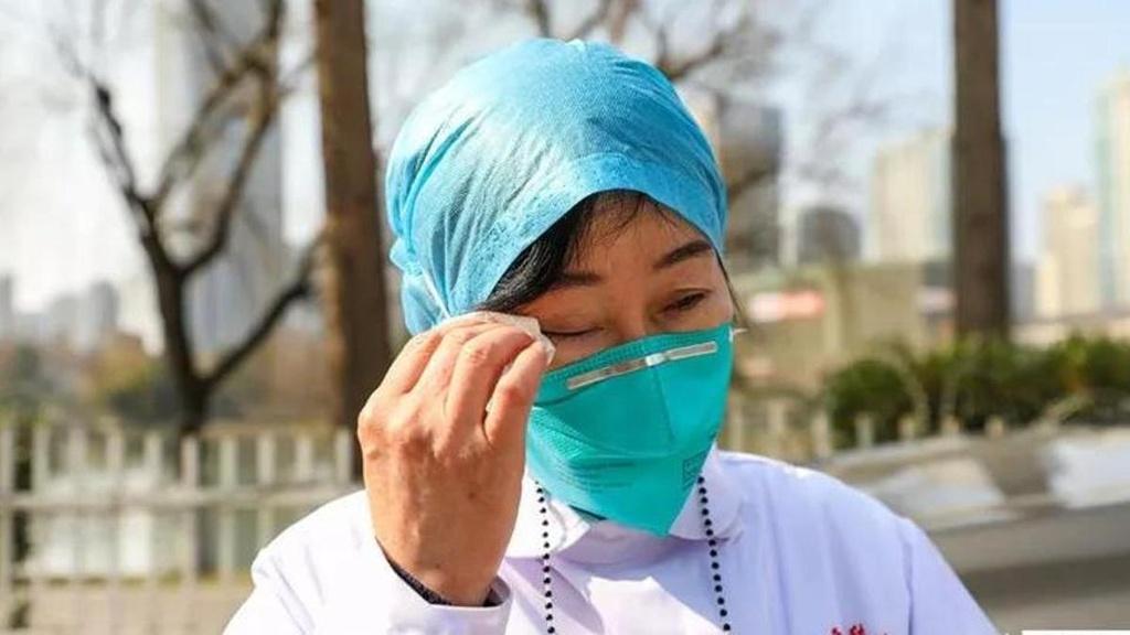 Nu bac si dau tien phat hien virus corona: 'Toi khoc can nuoc mat' hinh anh 4 Zhang_6.jpeg