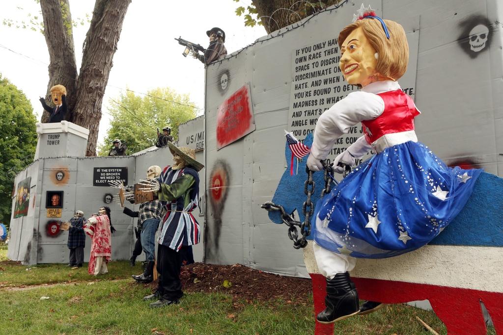 Mat na Trump - Clinton ban chay trong mua Halloween o My hinh anh 8