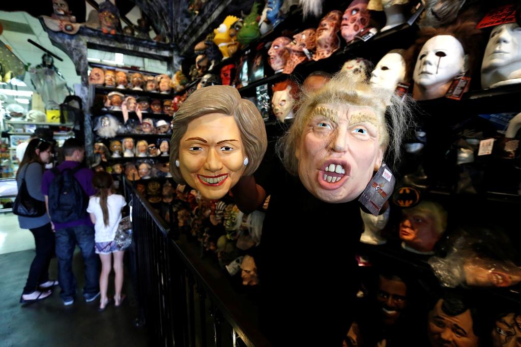 Mat na Trump - Clinton ban chay trong mua Halloween o My hinh anh 2