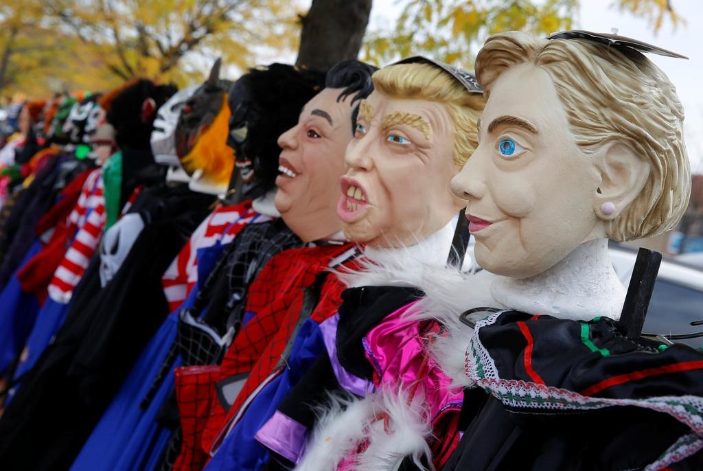 Mat na Trump - Clinton ban chay trong mua Halloween o My hinh anh 1
