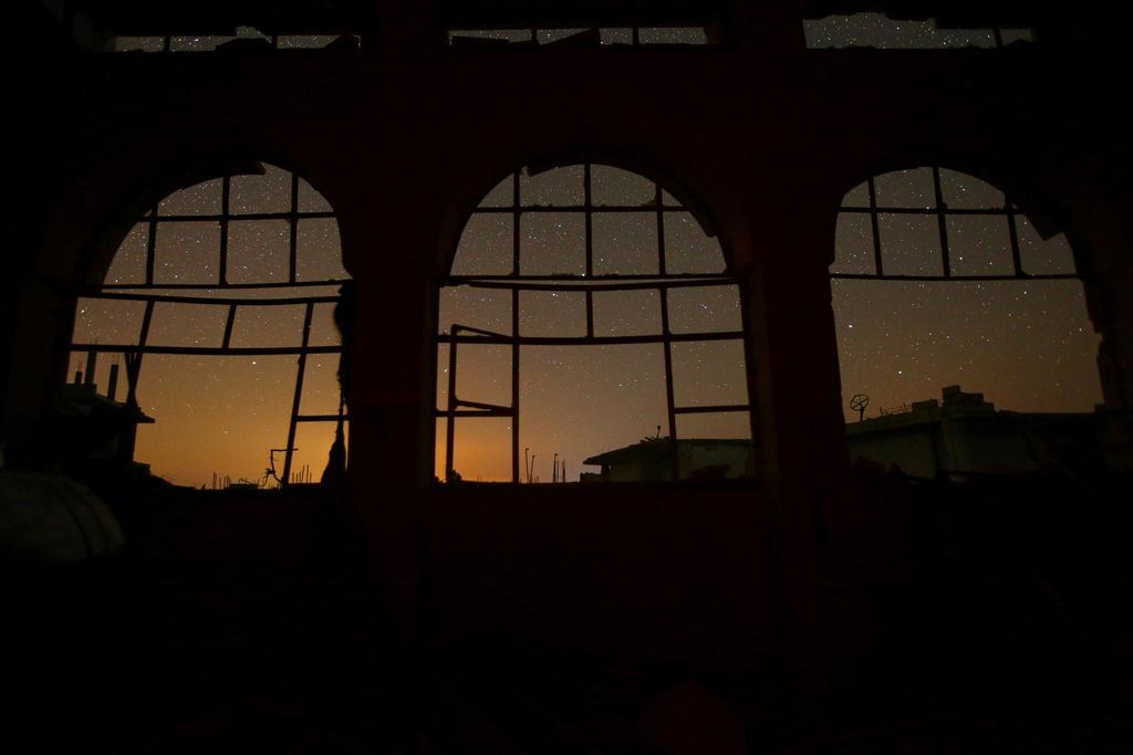 Bau troi ngan sao van sang ben tren Syria hoang tan hinh anh 11