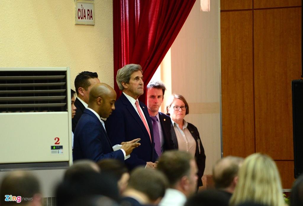 Buoi chieu tat bat cua Ngoai truong John Kerry o TP.HCM hinh anh 6