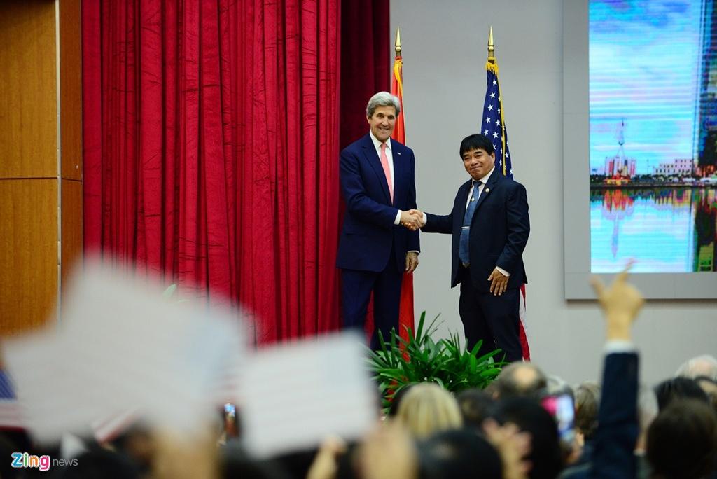 Buoi chieu tat bat cua Ngoai truong John Kerry o TP.HCM hinh anh 3