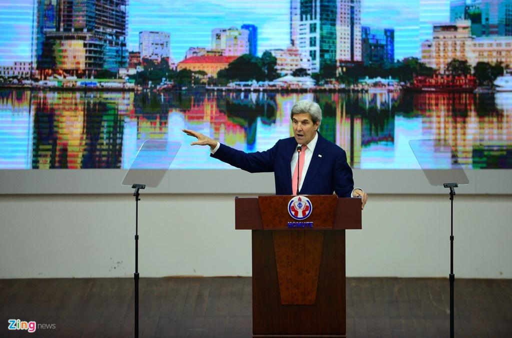 Buoi chieu tat bat cua Ngoai truong John Kerry o TP.HCM hinh anh 4
