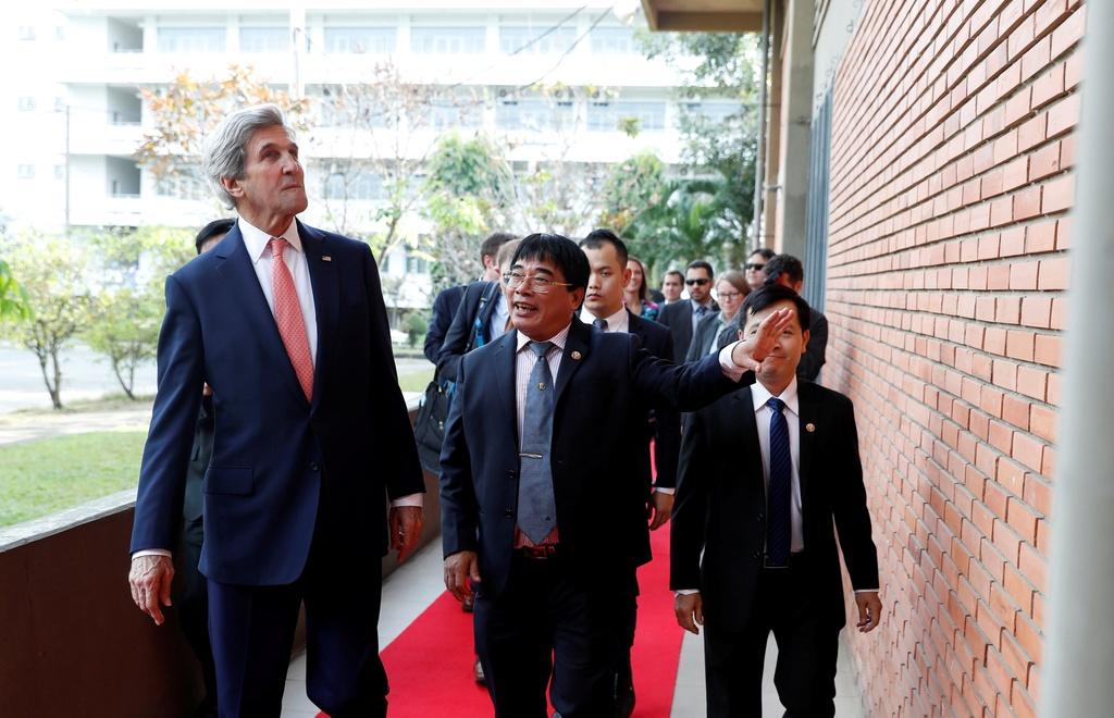 Buoi chieu tat bat cua Ngoai truong John Kerry o TP.HCM hinh anh 8