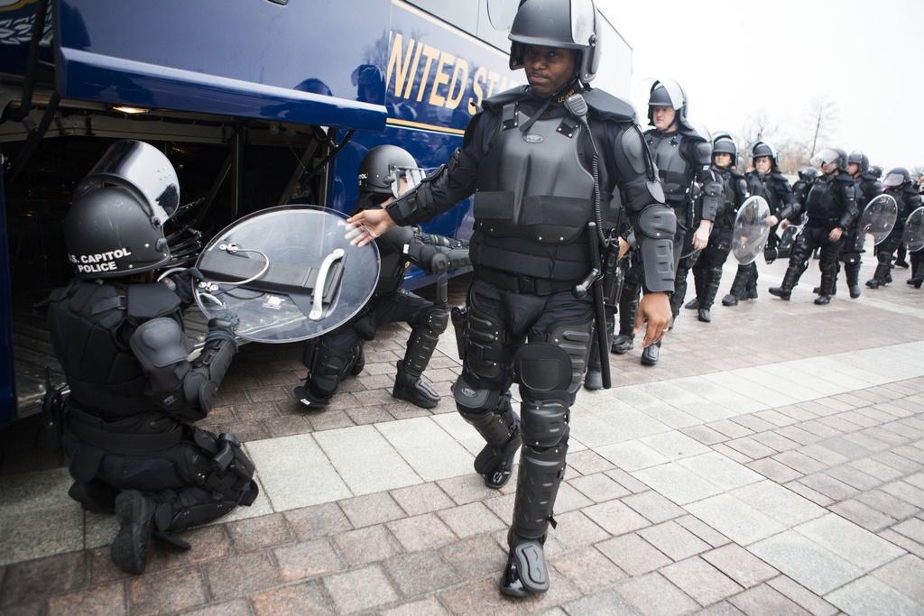 Hang tram nghin nguoi tham gia dai bieu tinh phan doi Trump hinh anh 11