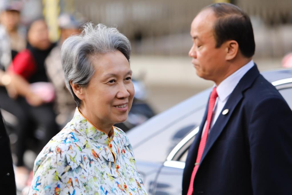 Phu nhan Thu tuong Ly Hien Long tham quan khu mua sam o TP.HCM hinh anh 6