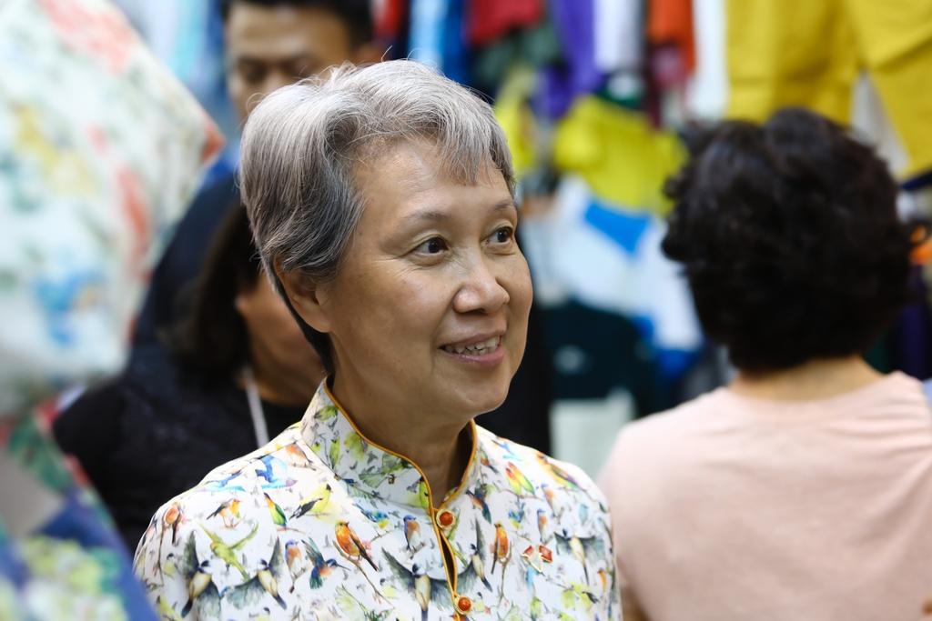 Phu nhan Thu tuong Ly Hien Long tham quan khu mua sam o TP.HCM hinh anh 1