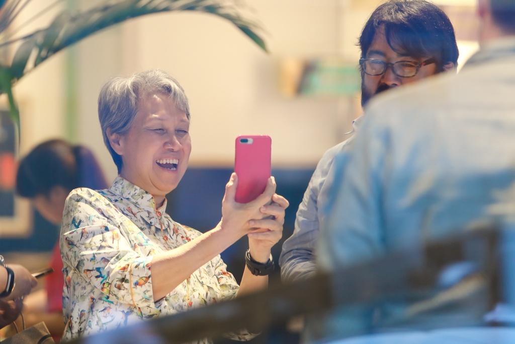 Phu nhan Thu tuong Ly Hien Long tham quan khu mua sam o TP.HCM hinh anh 8
