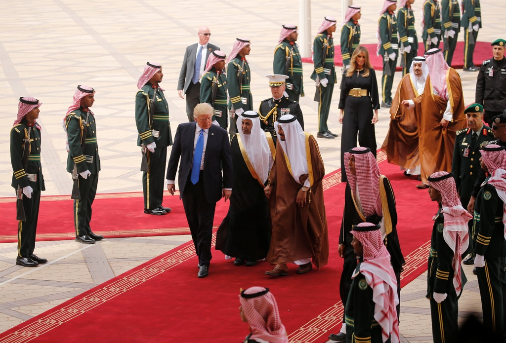 Saudi Arabia tiep don ong Trump nong hau, trai nguoc thoi Obama hinh anh 5