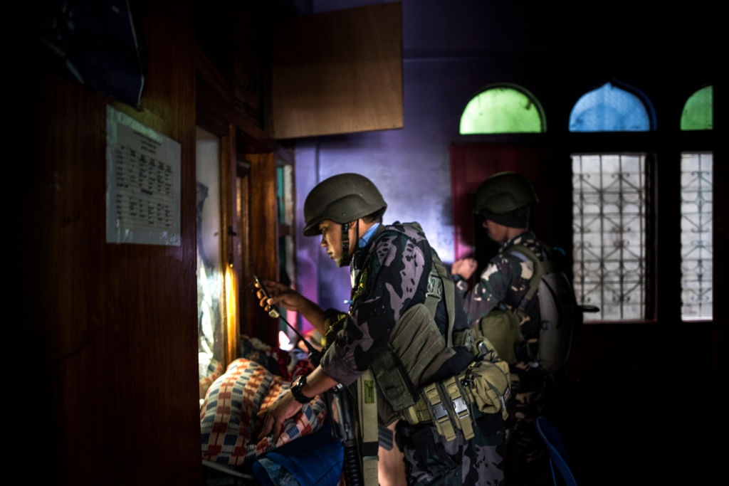 May bay My va Philippines quan thao tren bau troi Marawi hinh anh 6
