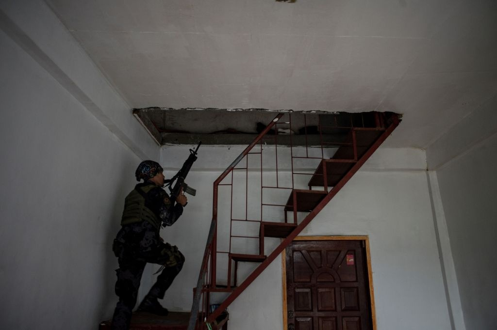 May bay My va Philippines quan thao tren bau troi Marawi hinh anh 5