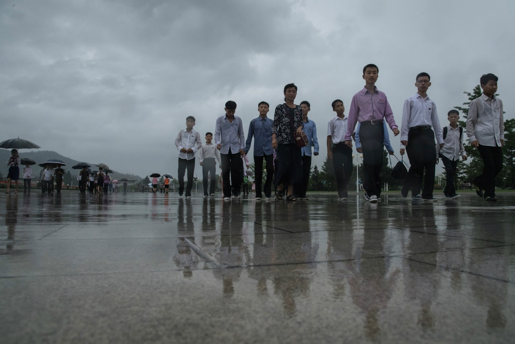 Trieu Tien ngay 'Chien thang': Khong ten lua, chi mua va nuoc mat hinh anh 1