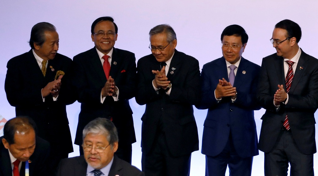 Nguyen PTT Vu Khoan: Nuoc lon tranh hung anh huong toi ASEAN hinh anh 3