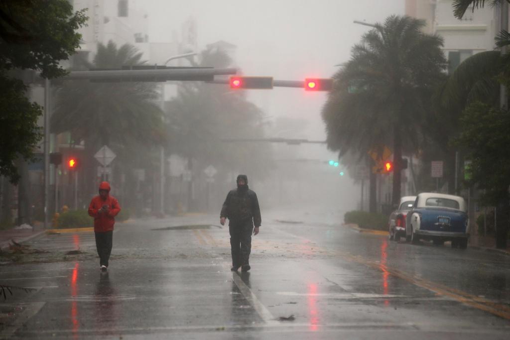 Irma khien Florida nhu o 'vung toi mat trang', it nhat 3 nguoi chet hinh anh 2