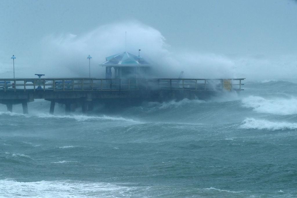 Irma khien Florida nhu o 'vung toi mat trang', it nhat 3 nguoi chet hinh anh 6
