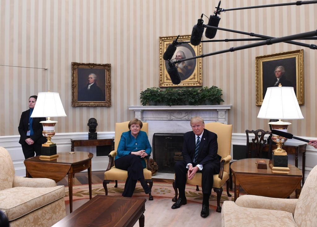 Trump va Merkel: Doi tac toan cau, nghin trung xa cach hinh anh 1