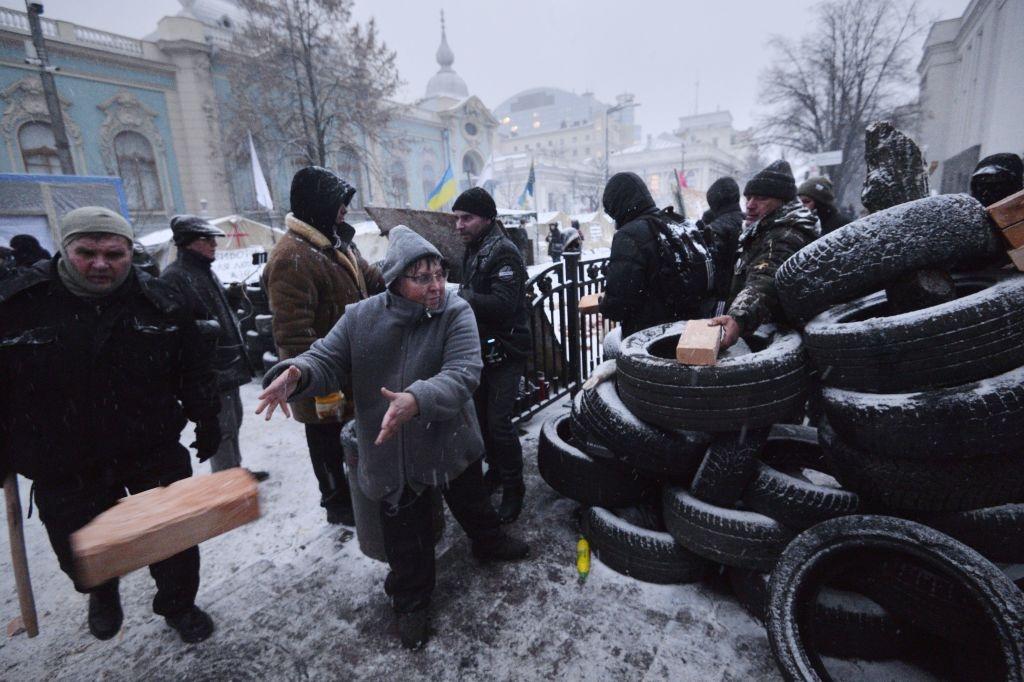 Ukraine: Nguoi bieu tinh dung leu 'giau' cuu tong thong Gruzia hinh anh 2