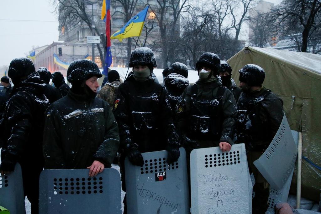Ukraine: Nguoi bieu tinh dung leu 'giau' cuu tong thong Gruzia hinh anh 6