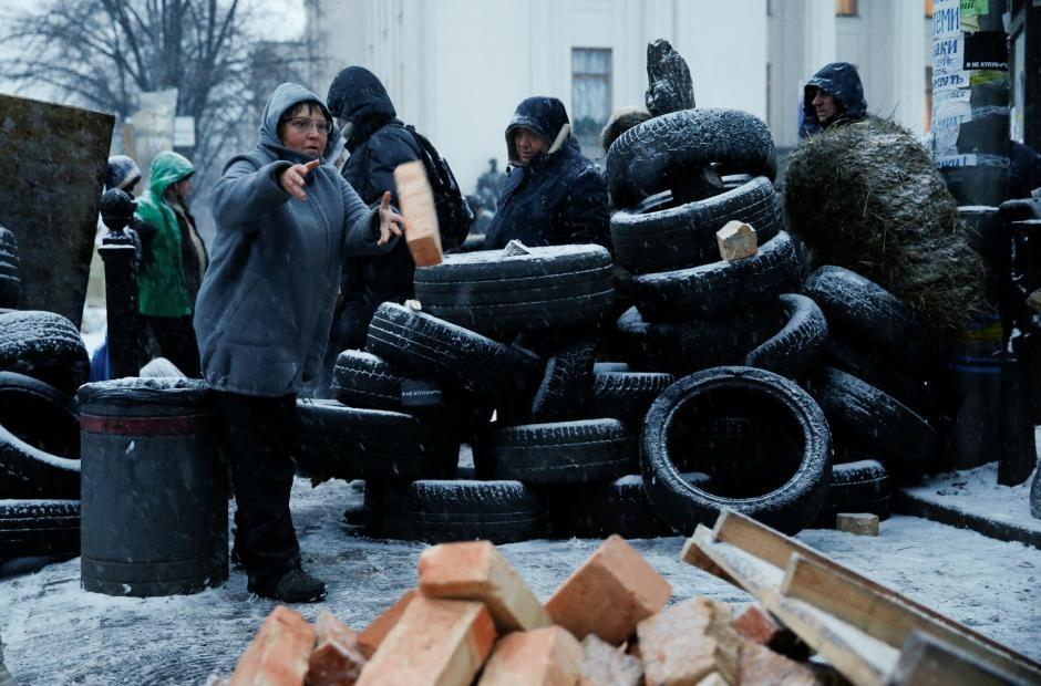 Ukraine: Nguoi bieu tinh dung leu 'giau' cuu tong thong Gruzia hinh anh 7