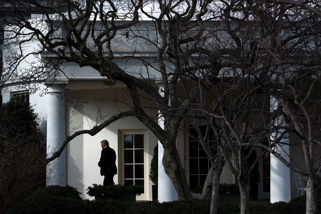 Trump bi che 'thieu kien thuc, thieu chuan bi' trong cuon sach moi hinh anh 1