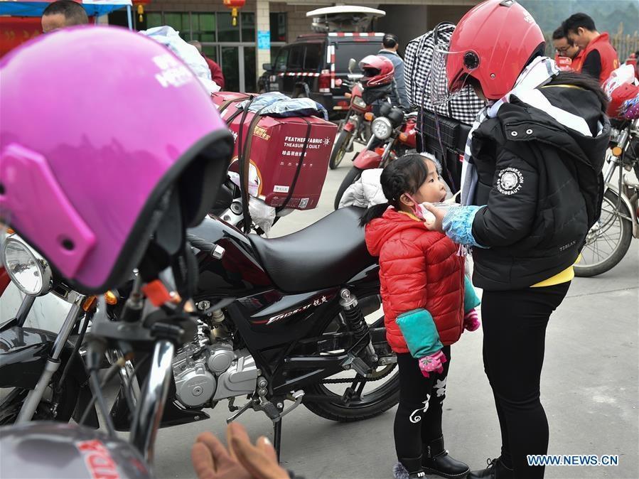 Dam truong di xe may ve que an Tet cua nguoi lao dong Trung Quoc hinh anh 7