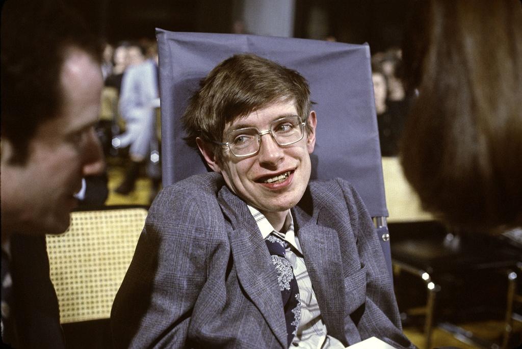 Stephen Hawking di roi, chung ta cung dung quen nhin len nhung vi sao hinh anh 4
