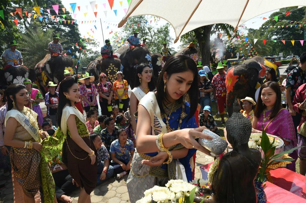 Thai Lan ron rang truoc Songkran dau tien sau quoc tang hinh anh 5