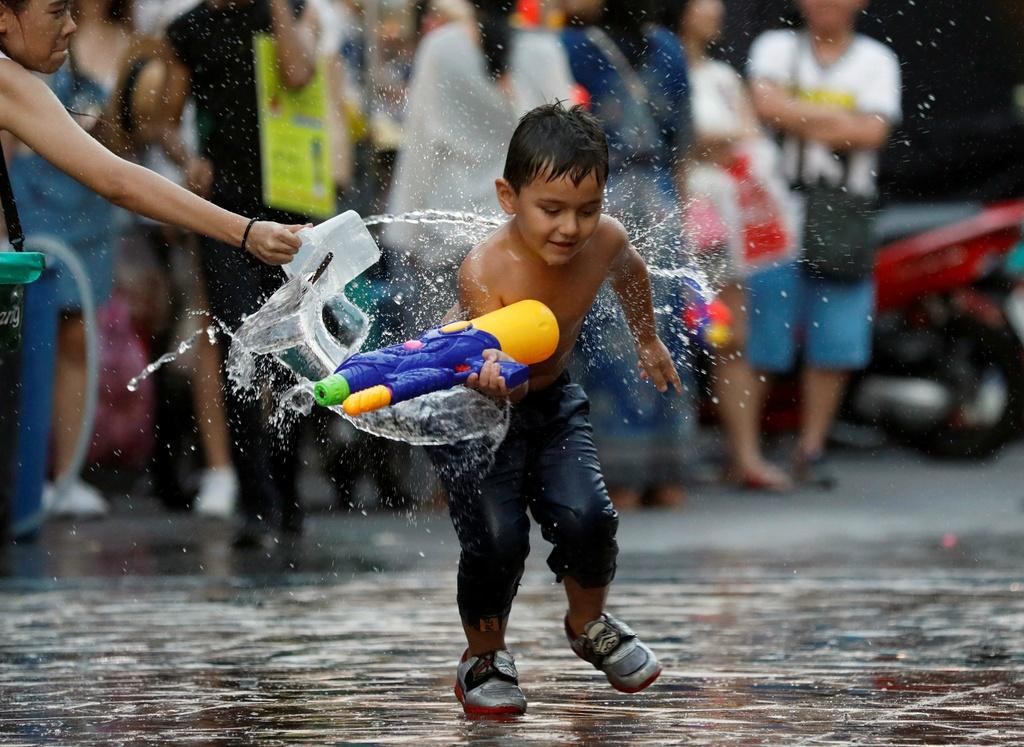 Thai Lan ron rang truoc Songkran dau tien sau quoc tang hinh anh 4