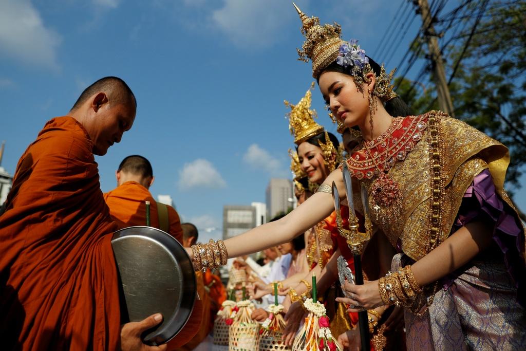Thai Lan ron rang truoc Songkran dau tien sau quoc tang hinh anh 1
