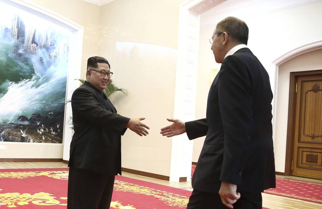 Nhat, Nga, Trung chay dua de khong bi 'ben le' thuong dinh My - Trieu hinh anh 3