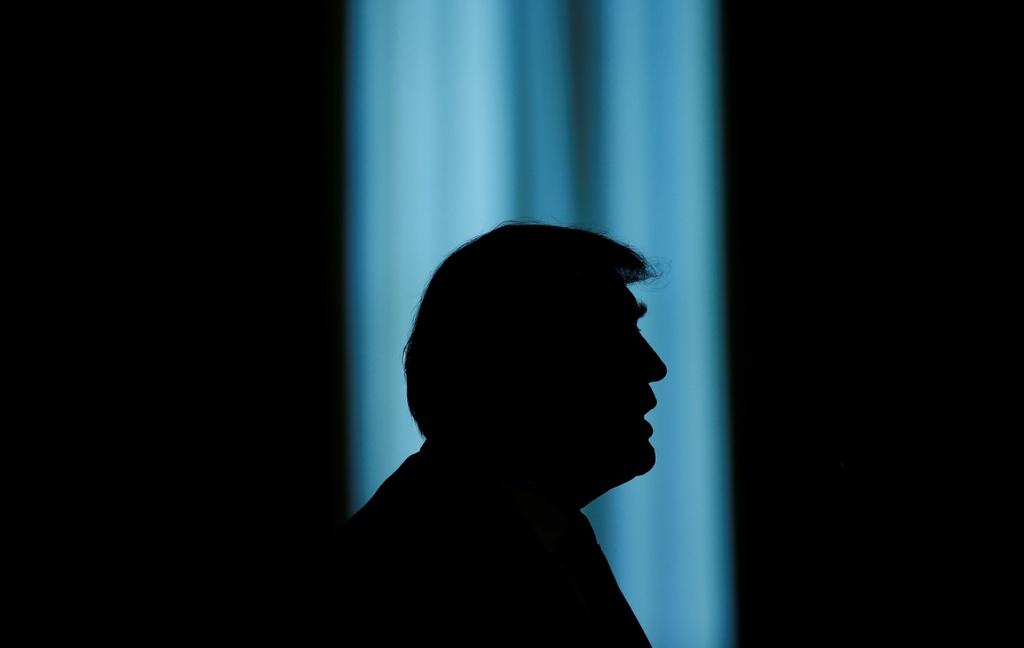 cong su Trump ra toa anh 1