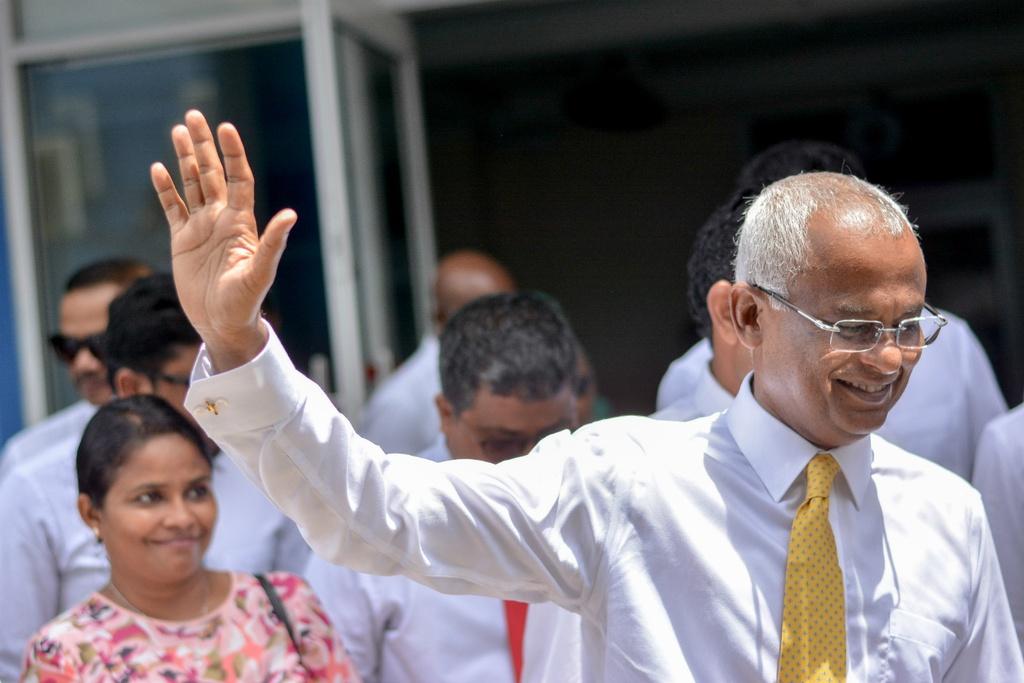 Tong thong than TQ that cu, Maldives van doi mat 'bay no' Bac Kinh hinh anh 1