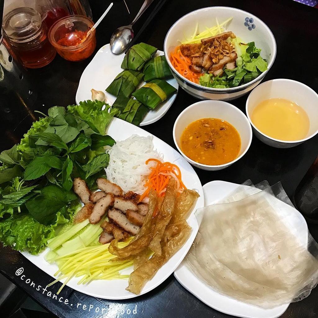 Banh xeo va 5 mon an mien Trung hut khach tai TP.HCM hinh anh 10 3._constance.reportfood.jpg