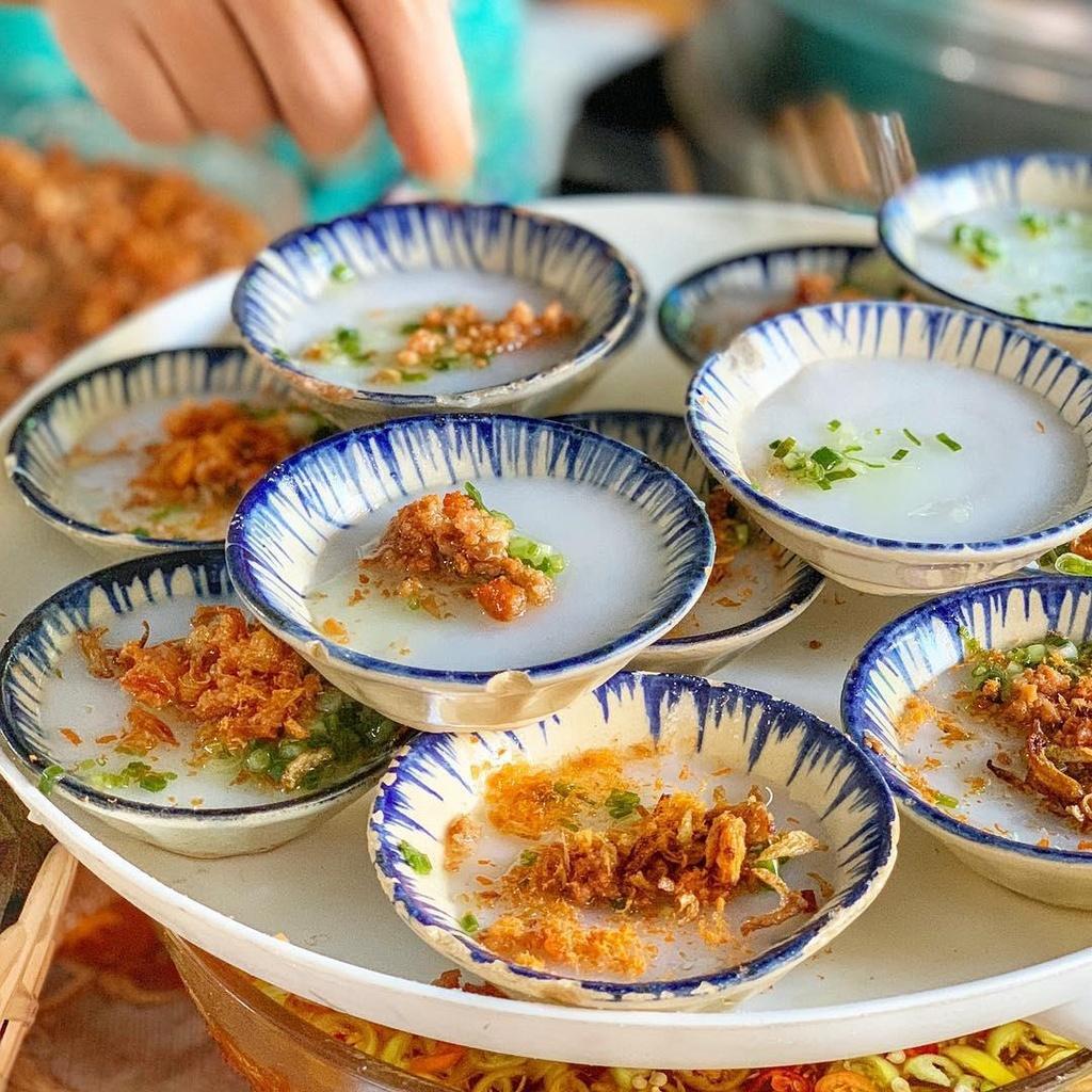 Banh xeo va 5 mon an mien Trung hut khach tai TP.HCM hinh anh 12 4._mysteriousaigon.jpg
