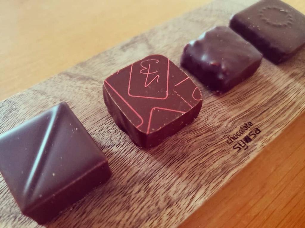 Chocolate là món quà phổ biến nhất ở Nhật Bản trong ngày lễ tình yêu. Phần lớn các cô gái Nhật cho rằng chocolate mua ở cửa hàng không phải là món quà thể hiện tình yêu đích thực. Do đó, handmade chocolate  chính là món quà thể hiện tình yêu sâu đậm dành cho nửa kia. Ảnh: Daichi4cinema.