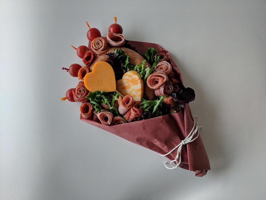 Suon nuong va nhung bo hoa lam tu do an cho dip Valentine hinh anh 6 anh.jpg