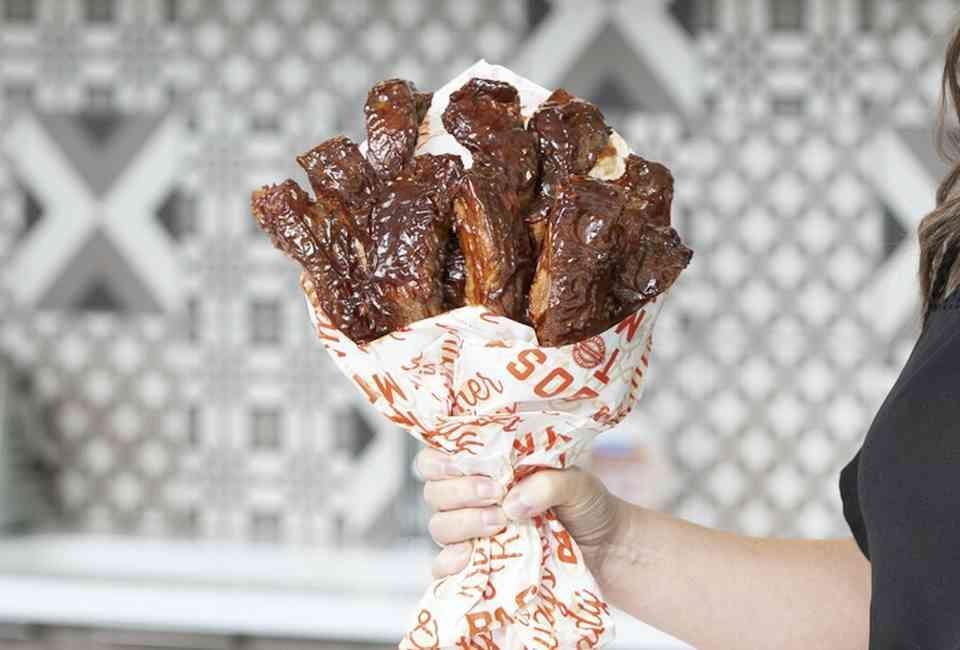 Suon nuong va nhung bo hoa lam tu do an cho dip Valentine hinh anh 1 bo_hoa.jpg