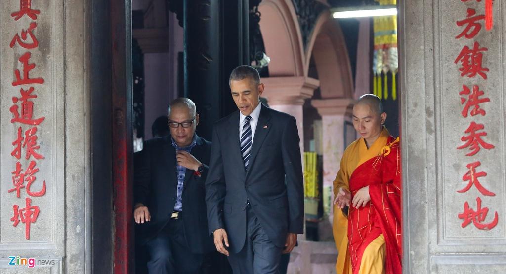 Tong thong Obama tham chua Ngoc Hoang o Sai Gon hinh anh 6