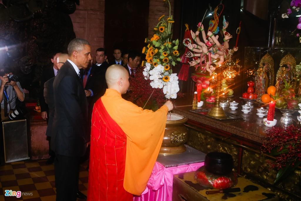 Tong thong Obama tham chua Ngoc Hoang o Sai Gon hinh anh 4