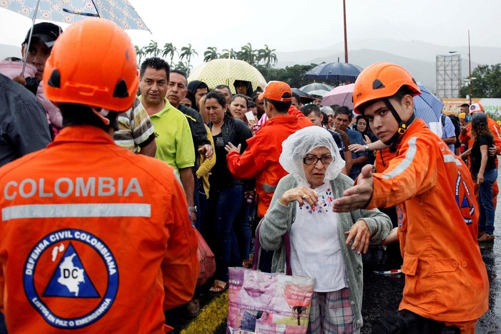 Hang chuc nghin dan Venezuela vuot bien gioi mua hang hoa hinh anh 2