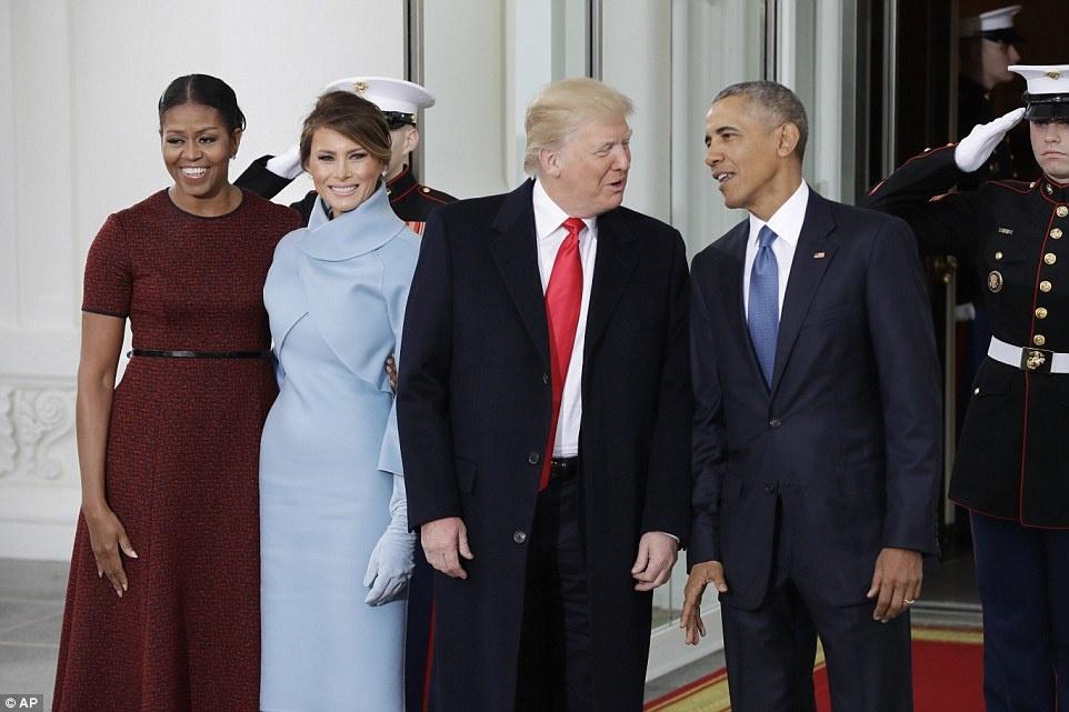 Le nham chuc vang ve va cam xuc doi nghich cua Trump hinh anh 2