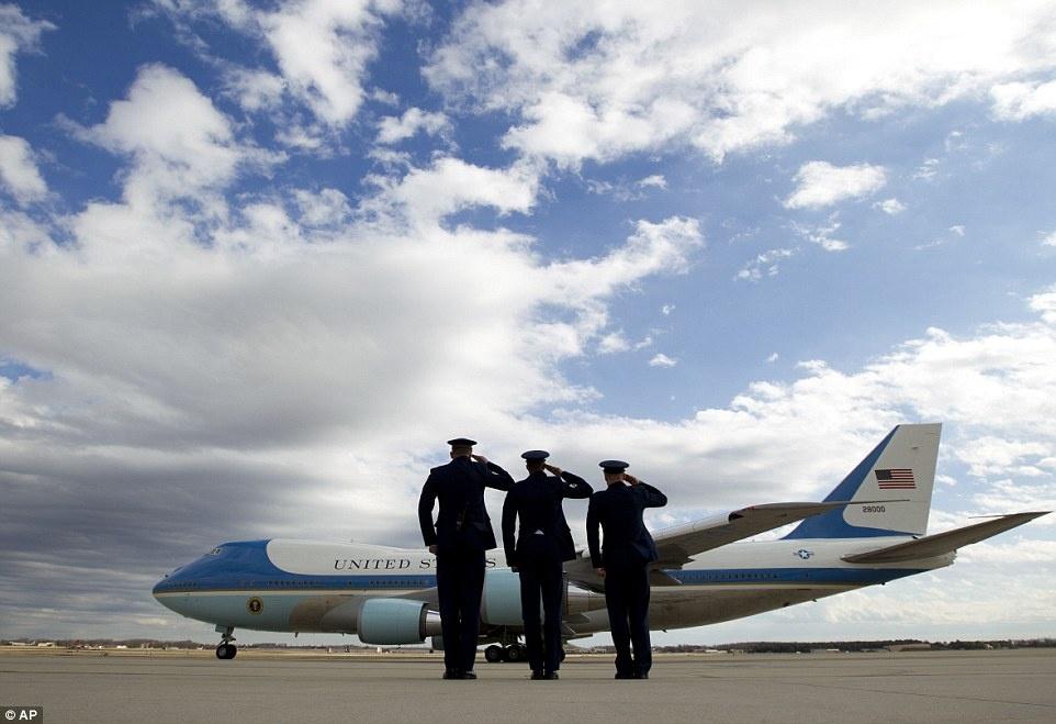 phong lam viec cua Trump tren Air Force One anh 6