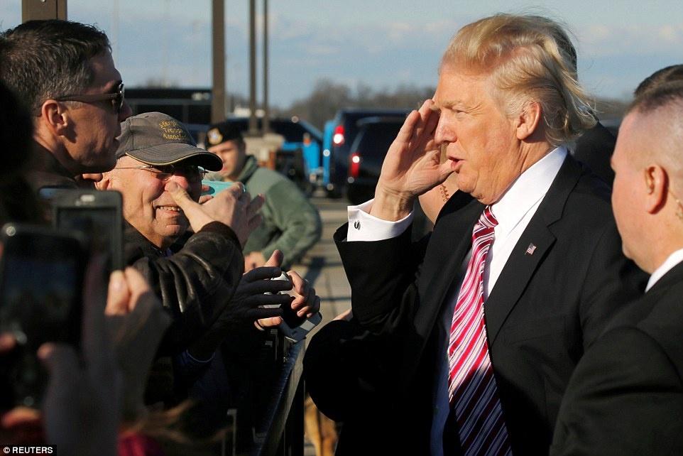 phong lam viec cua Trump tren Air Force One anh 15
