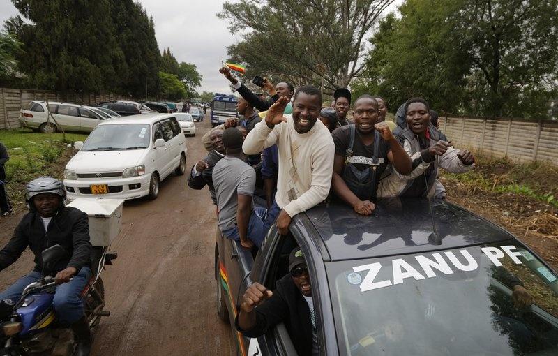 Dan Zimbabwe xuong duong doi ket thuc 'trieu dai Mugabe' hinh anh 1